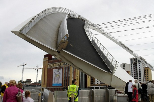 Engineering at Its Best - The Gateshead Millennium Bridge 6