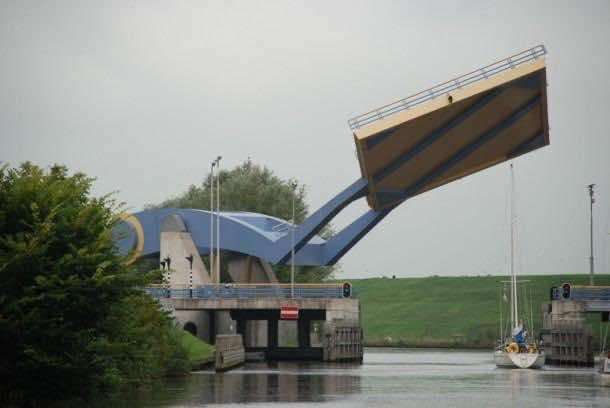 Wonderful Engineering – The Flying Drawbridge 3