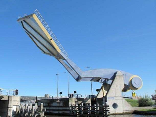 Wonderful Engineering – The Flying Drawbridge