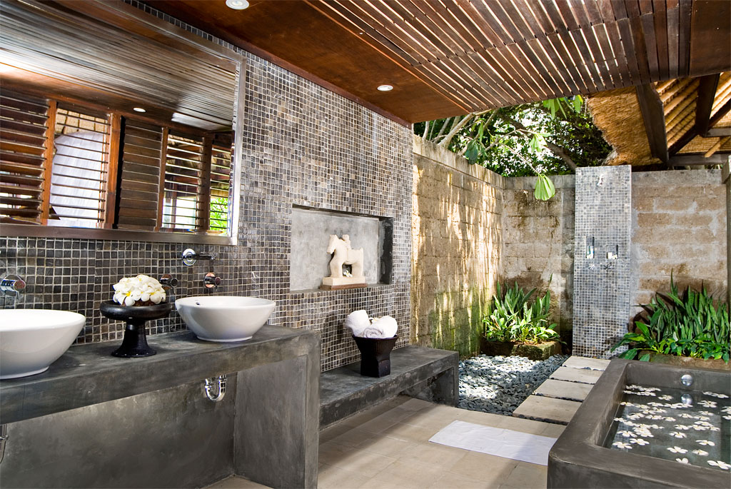 30 home shower design ideas that will blow you away for Indoor outdoor bathroom design ideas