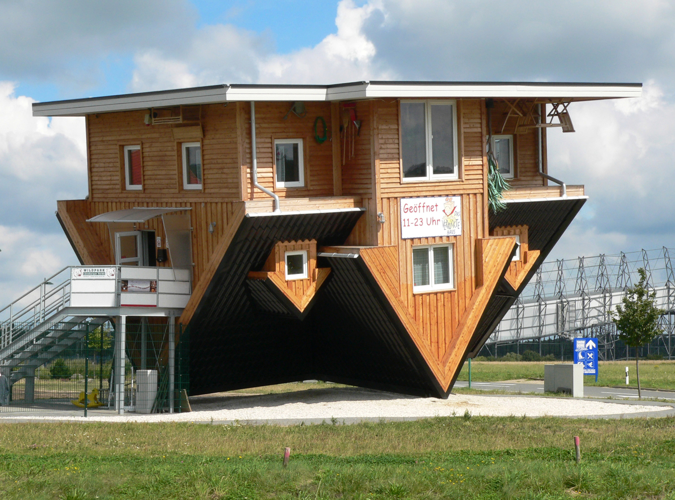 The amazing house in germany that is upside down for Home architecture tools
