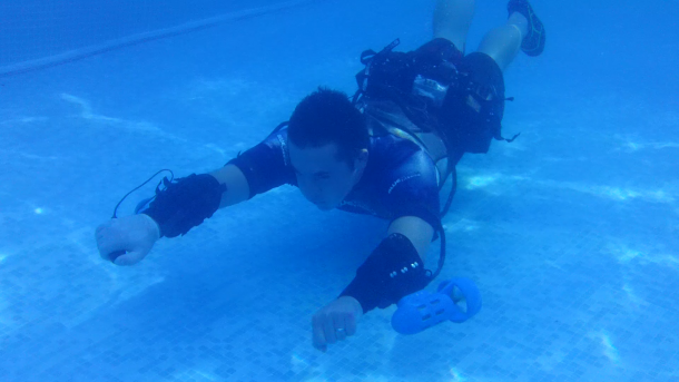 x2 Underwater Jet Pack in action