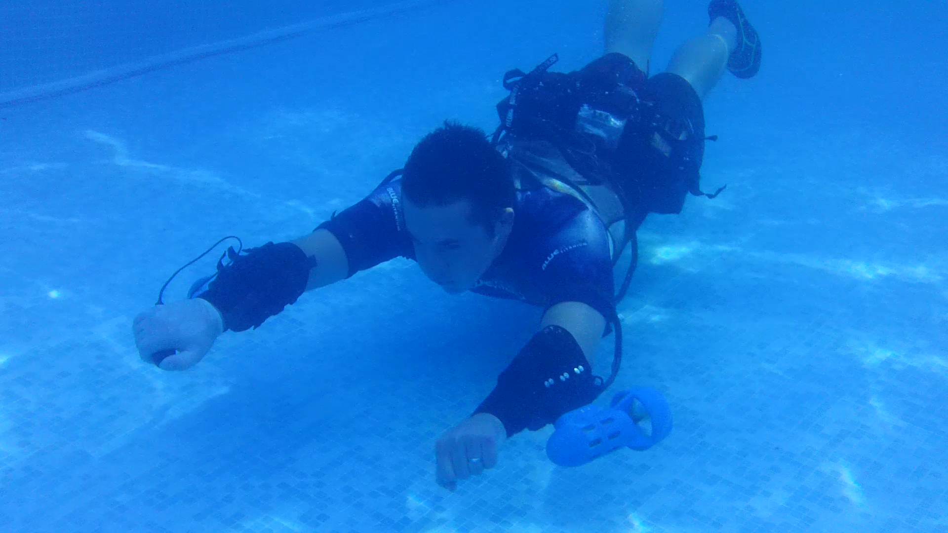 Now you can swim like superman using the underwater jet pack for Pack swimming