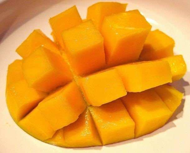 2. Eat Mangoes like a Boss
