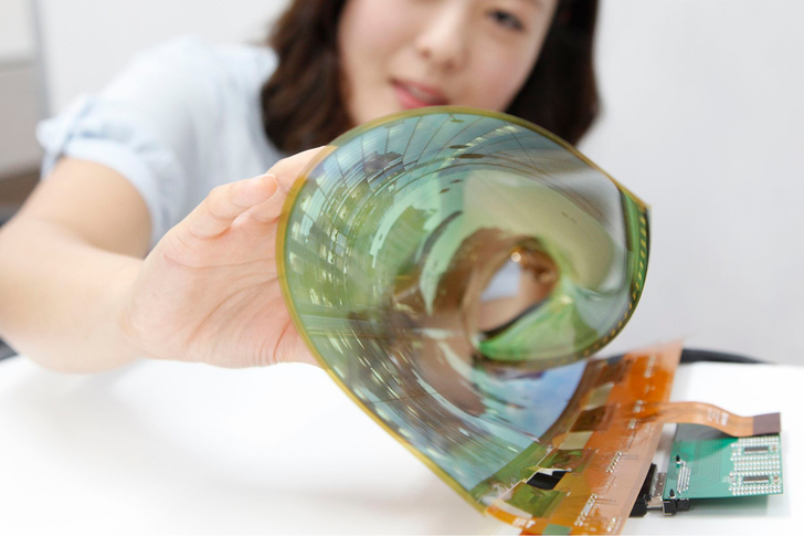 LG Unveils A New LCD Screen That Can Be Completely Rolled