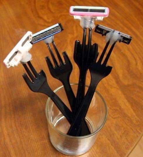 4. Plastic Fork Razor