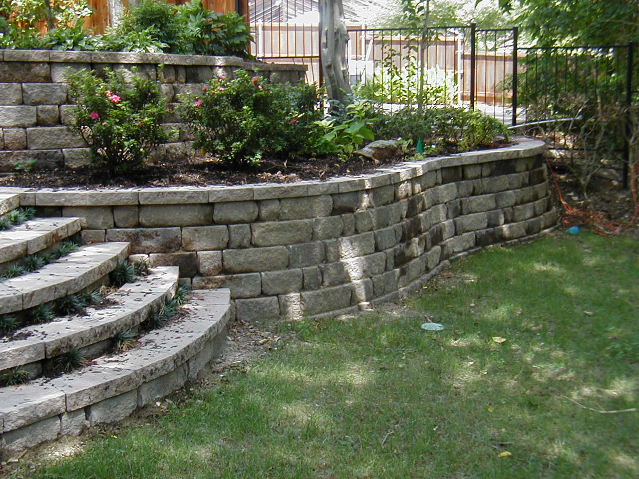 What is a retaining wall for Stone landscaping ideas