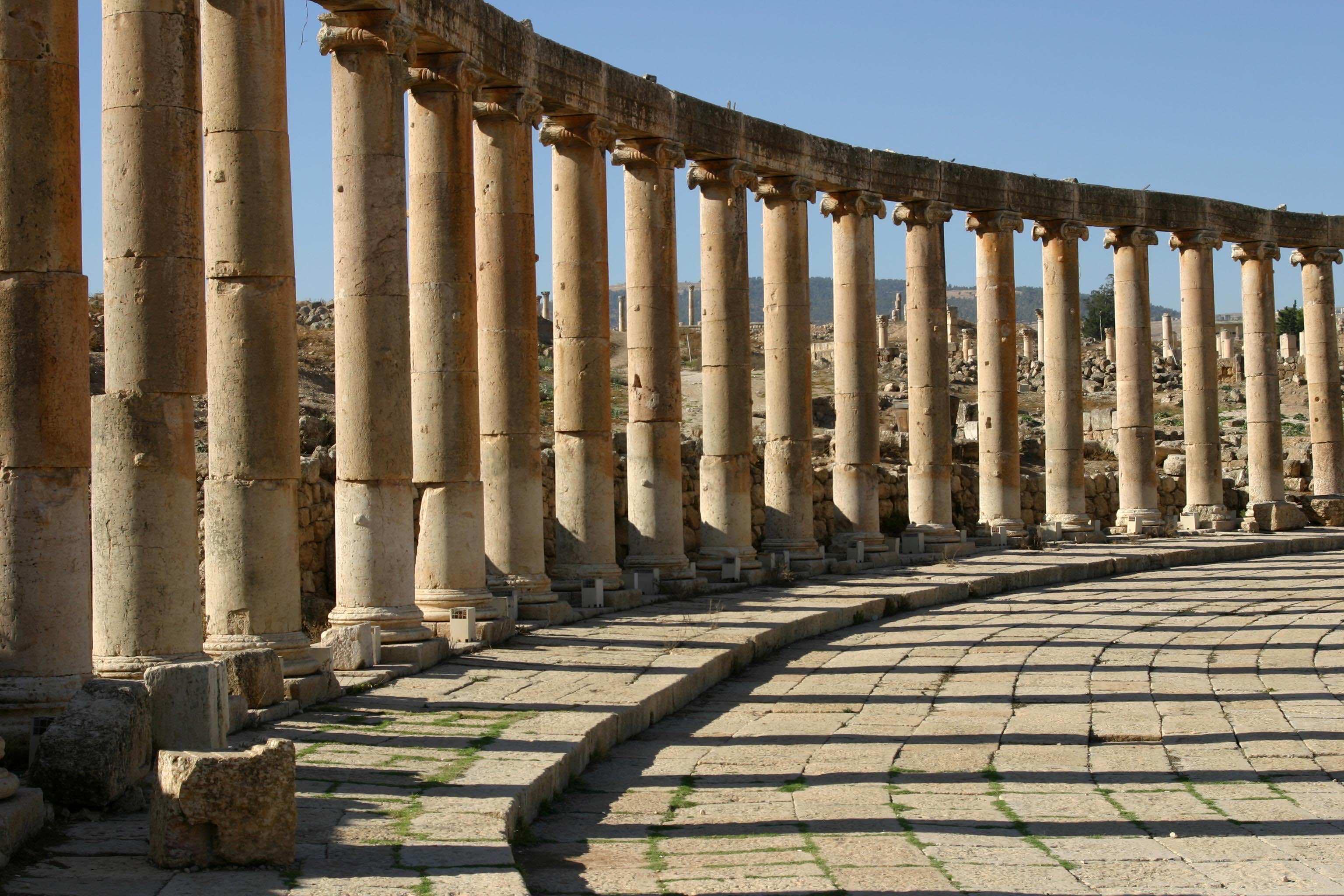 Pillars And Columns : What is a column