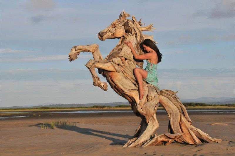 Sea horse-sculpture