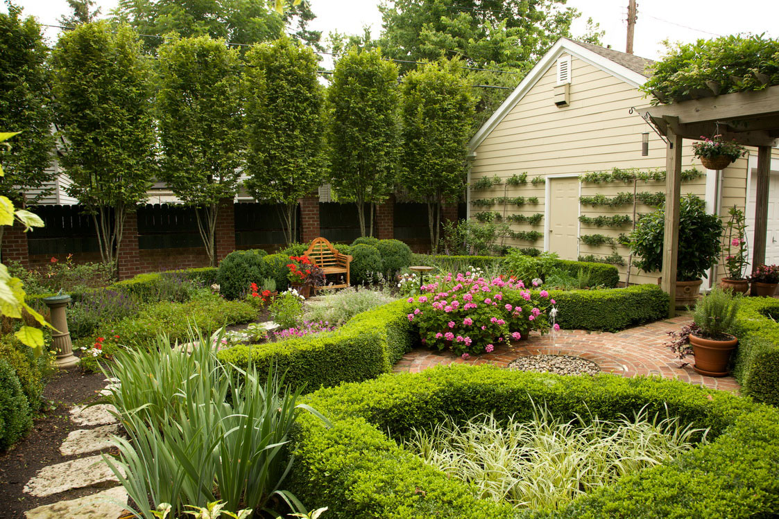 25 garden design ideas for your home in pictures for Beautiful garden layouts