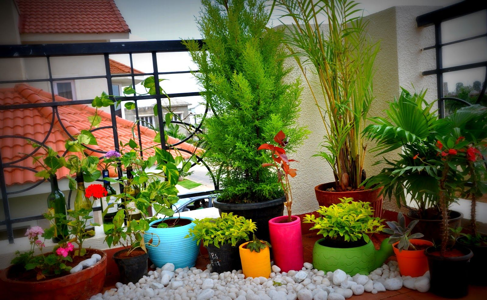 25 wonderful balcony design ideas for your home for Tiny garden ideas