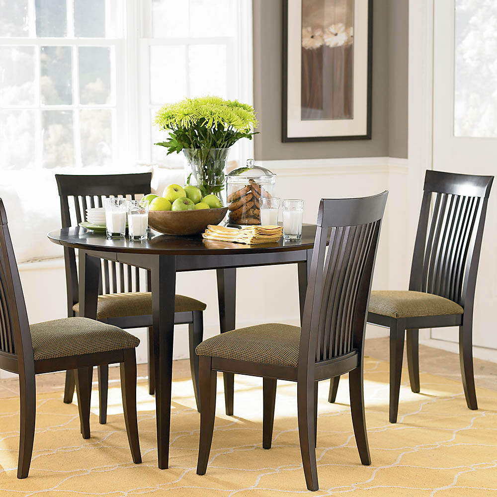 25 dining room ideas for your home for Small round dining table decorating ideas