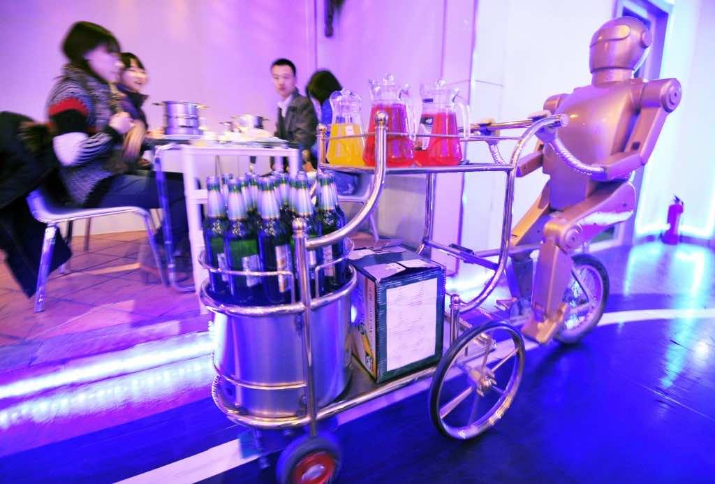 Robots working in Restaurants in China