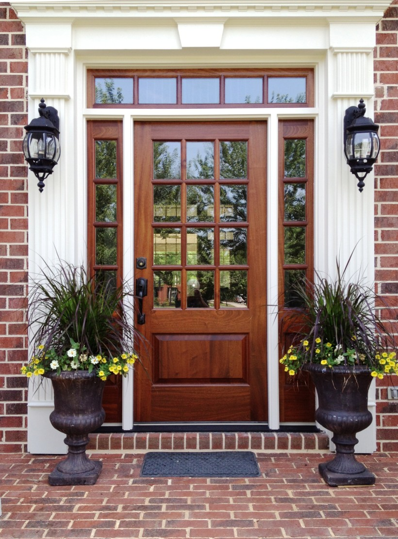 25 inspiring door design ideas for your home for Front house doors with glass