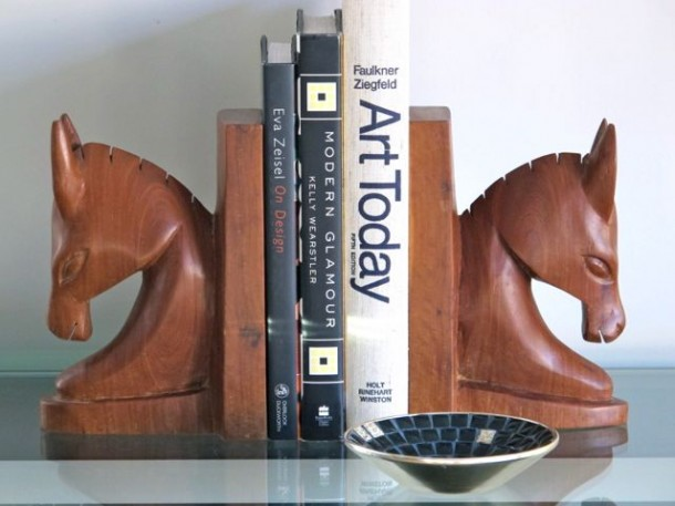 25 ideas of decorating wih books (6)