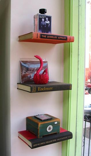 25 ideas of decorating wih books (9)