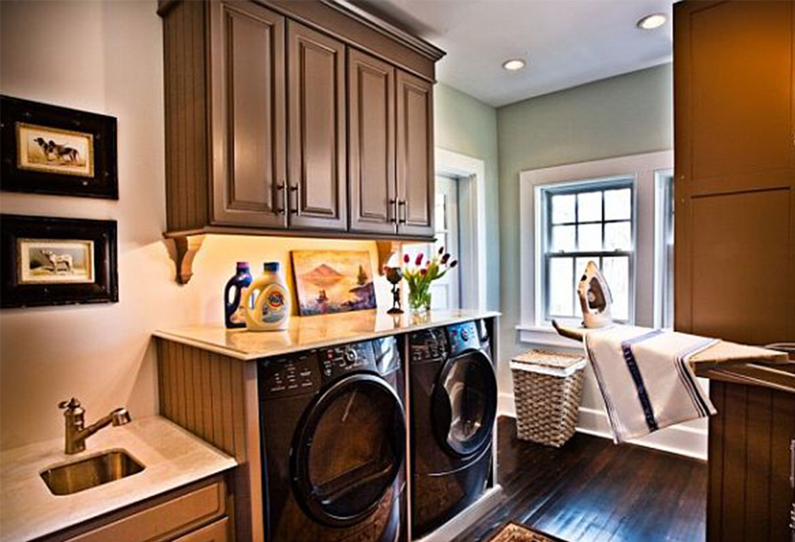 25 Brilliantly Clever Laundry Room Design Ideas on Laundry Decor Ideas  id=31624