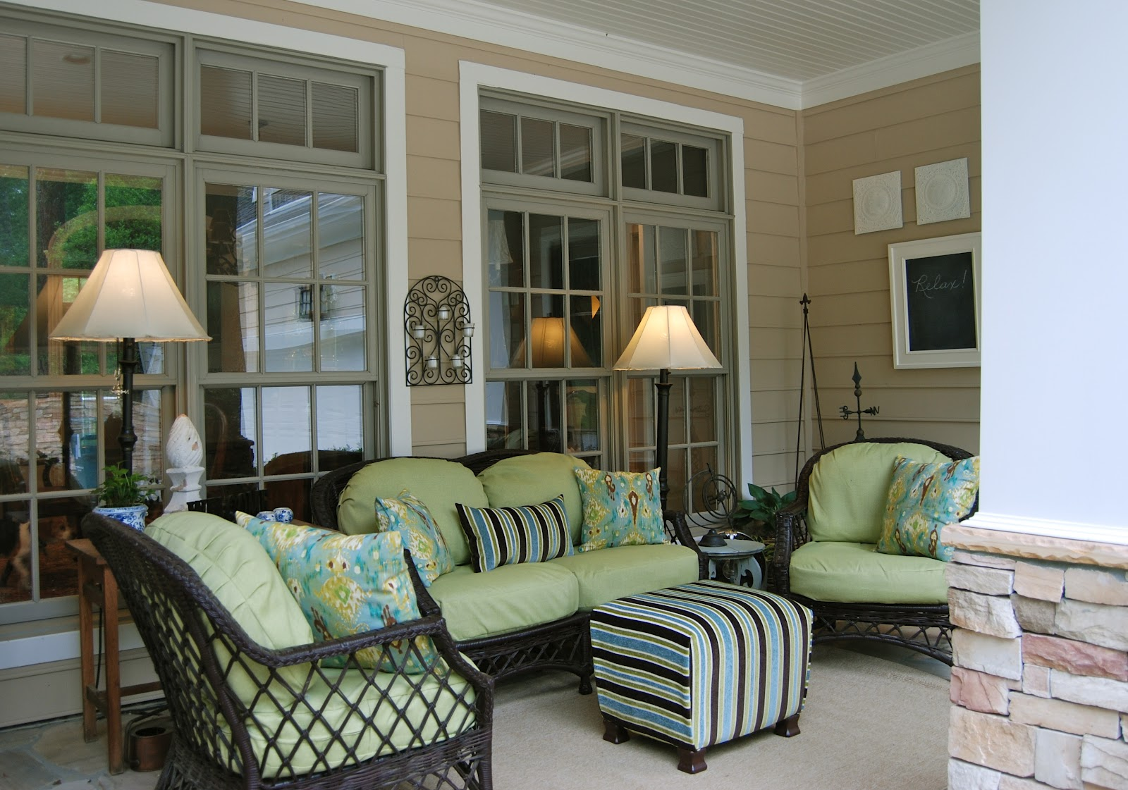 25 inspiring porch design ideas for your home for Covered deck furniture