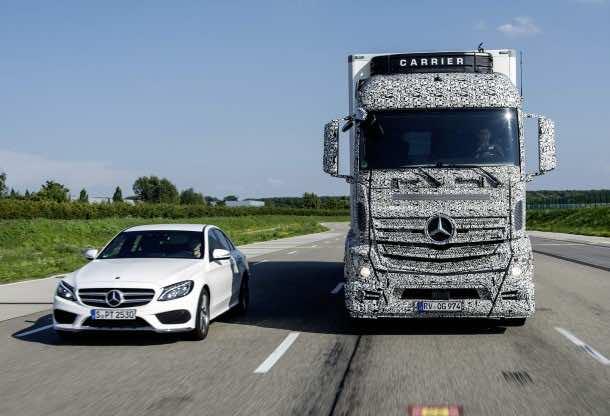 Mercedes-Benz Blind Spot Assist / Changing Lanes - Spurwechsel