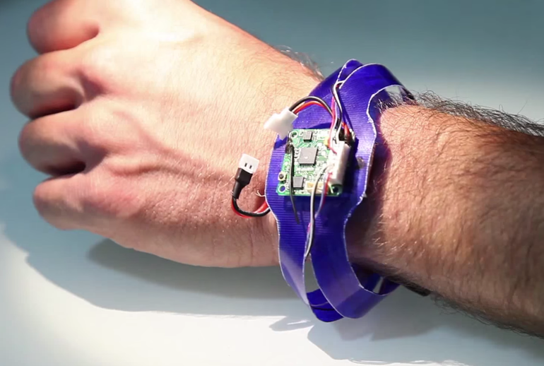 Nixie – Bracelet that Transforms into a Quadcopter with Camera3