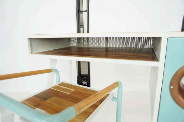 Soundbox Desk Amplifies Sound Without Electricity4