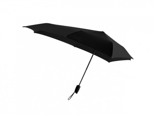 5. An umbrella that can withstand winds up to 100 kilometers per hour