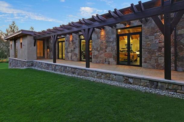 Car Collector Home in Washington worth $4 Million17