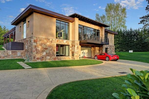 Car Collector Home in Washington worth $4 Million3