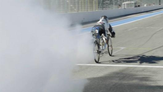 Francois Gissy Managed 333 km:h on Rocket-powered Bicycle2