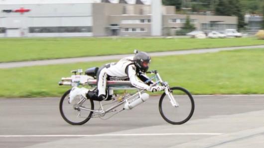 Francois Gissy Managed 333 km:h on Rocket-powered Bicycle4