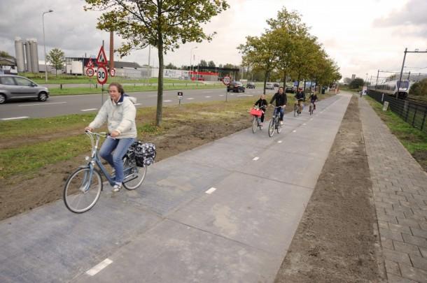 Netherlands Opening Solar Powered Bike Path - SolaRoad