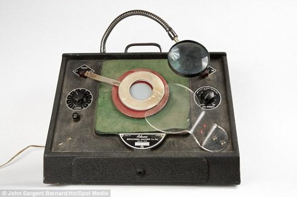 Photoshopping Machine from 1940s - Adam's Retouching Machine3