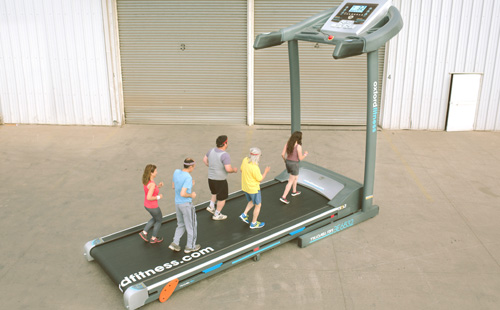 Treadmill that Lets 10 Persons Use it Simultaneously2
