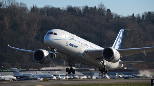 Boeing Airliner Flies on Green Diesel4