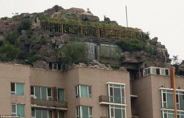Chines Guy Builds Mountain Getaway on Top of Building9