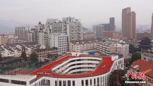 Only in China – Running Track built on Top of Roof 4