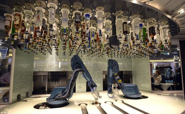 Quantum of the Seas – Robotic Bartenders