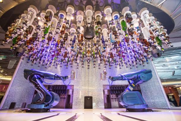 Quantum of the Seas – Robotic Bartenders5
