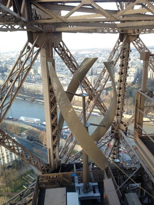 Eiffel Tower gets Wind Turbines4