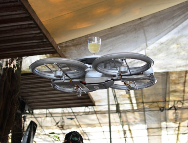 Singapore Restaurant to Use Drone Waiters3