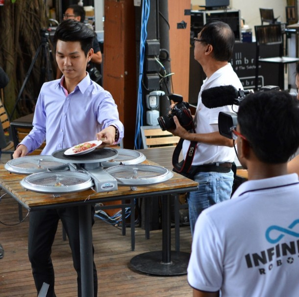 Singapore Restaurant to Use Drone Waiters5