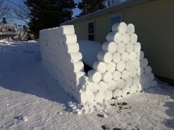 Snow Prank – Constructing an Igloo10