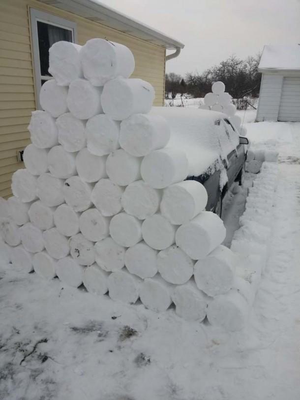 Snow Prank – Constructing an Igloo7
