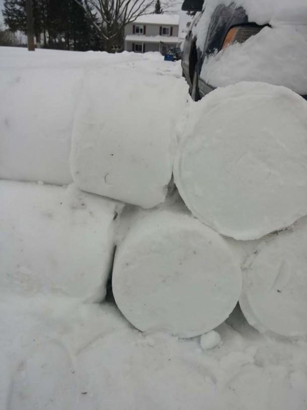 Snow Prank – Constructing an Igloo8