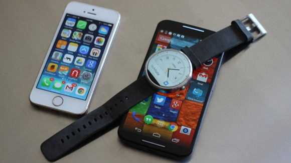iphone with smartwatch