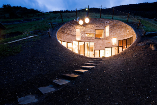 15 Amazing Houses That Have been built in Nature 5