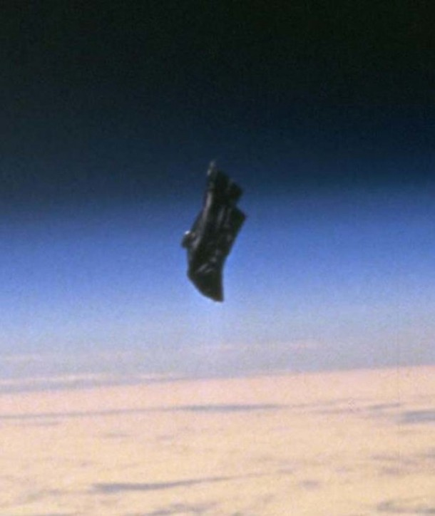 The Black Knight – Mysterious Object Orbiting Earth 3