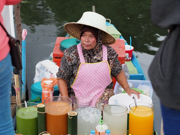 You'll Need A Bag And A Boat For This Market In Thailand 10