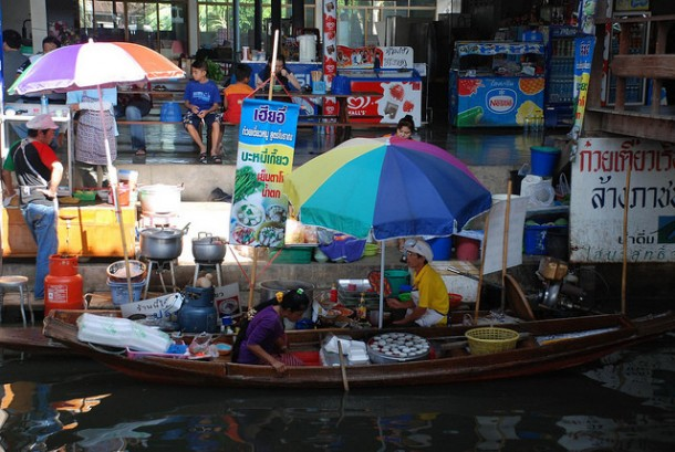 You'll Need A Bag And A Boat For This Market In Thailand 4