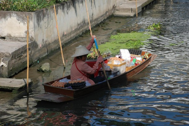 You'll Need A Bag And A Boat For This Market In Thailand 6